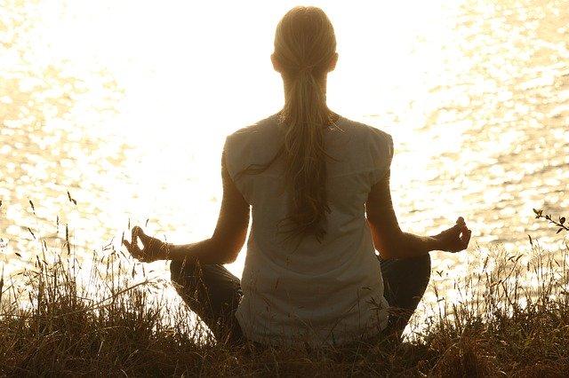 Women_Meditatating_By_Lake_Practising_Mindfulness