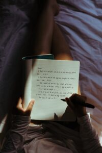 Writing_Notes_And_Gratitude_Before_Sleeping_To_Improve_Sleep_Quality